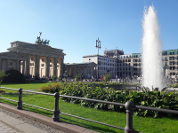 Puerta Brandenburgo con fente berlin visita guiada panorámica.