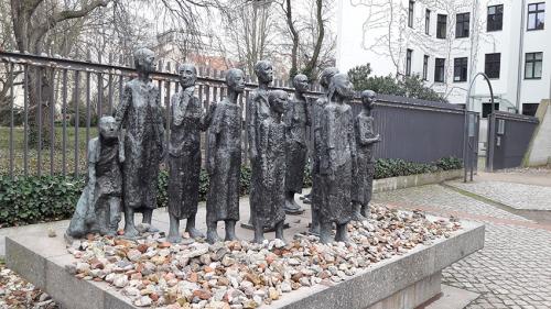 Estatua, monumento Barrio Judío Berlin  visita turistica guiada tour
