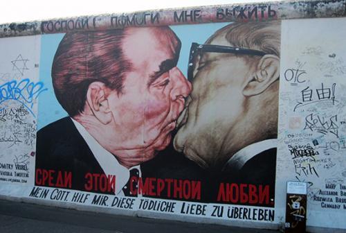 Stadtführung  pintura dos prescidentes besándose  Berlin visita turistica tour guiado