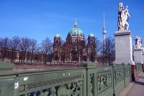 Puente, Unter den Linden y Catedral de Berlin tour guiado visita turistica