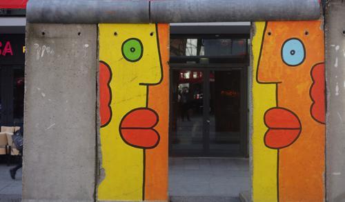 pintura típica de muro de  Berlin visita turistica tour guiado